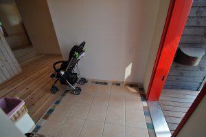 近江八幡で住宅工房ライブスはフラットな玄関